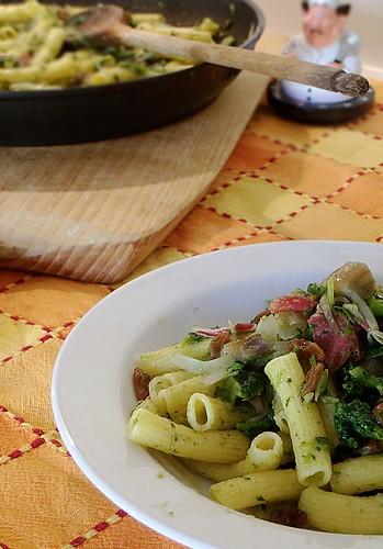 Maccheroni con radicchio, broccoli e kaminwuster
