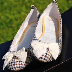 happy houndstooth (sarah_browning) Tags: sunlight outside shoe shoes outdoor cream gap flats bow houndstooth