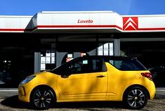 Nicely designed modern Citroën... (CitroenAZU) Tags: auto 3 black car sport yellow jaune design cool noir citroen ds coche chic zwart ds3 spijkenisse sochic luveto citroëndealer