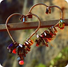 """""""Un uomo da solo, non  nulla. Due persone che si appartengono, formano un mondo.""""  (Hans Margolins) (Claudia Gaiotto) Tags: love hearts amor cuori amore corazones lucchetti viadellamore lovesroad"""