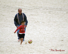 Grandpa and Grandson (vidasencilla) Tags: beach easter football kid spring child soccer grandfather pascua playa grandpa grandson nieto chico grandparent semanasanta abuelo torredembarra