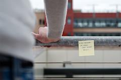 Anche se sei morto dentro (scarpace87) Tags: roof man field nikon tetto hand bokeh balcony postit uomo mano depth vasco vivere terrazzo scritte writes 105mmf28 ringhiera d7000