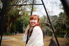 Baoyun (derrickder) Tags: light portrait girl gardens 35mm singapore natural f14 sigma swing botanic singaporebotanicgardens sigma35mmf14