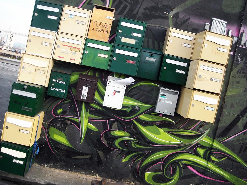 Ces boîtes aux lettres sont mises à disposition par le Port de Bordeaux pour les habitants plus ou moins provisoires des nombreuses embarcations flottantes des deux bassins. Photo M.V.