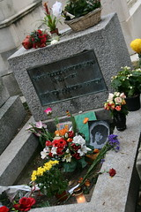 2009-11-21-PARIS-PereLachaiseCemeterie45-morrison