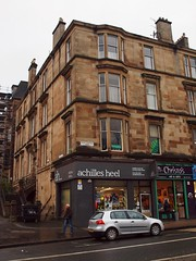 achilles heel (werewegian) Tags: city rain sandstone glasgow greatwesternroad tenement day339 achillesheel dec09 werewegian southparkavenue photoaday2009