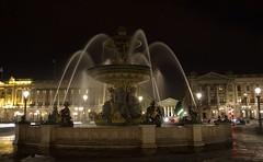 Place de la Concorde (Leonorgb) Tags: paris canon fuente escultura nocturna elysees francia placedelaconcorde leonor lamadeleine hotelcrillon fuentedelsur