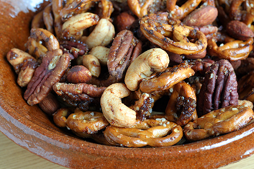 pretzel nut mix blog