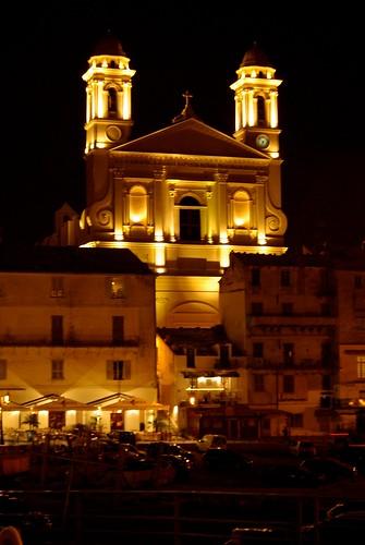 Sur le vieux port de Bastia, la nuit.