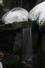 Tauendes Na (seeker0204) Tags: ice nature water forest waterfall wasser wasserfall natur bach fels eis wald element eiszapfen langzeitbelichtung iceart longtimeexposure bachlauf eiskunst waldbach seeker0204