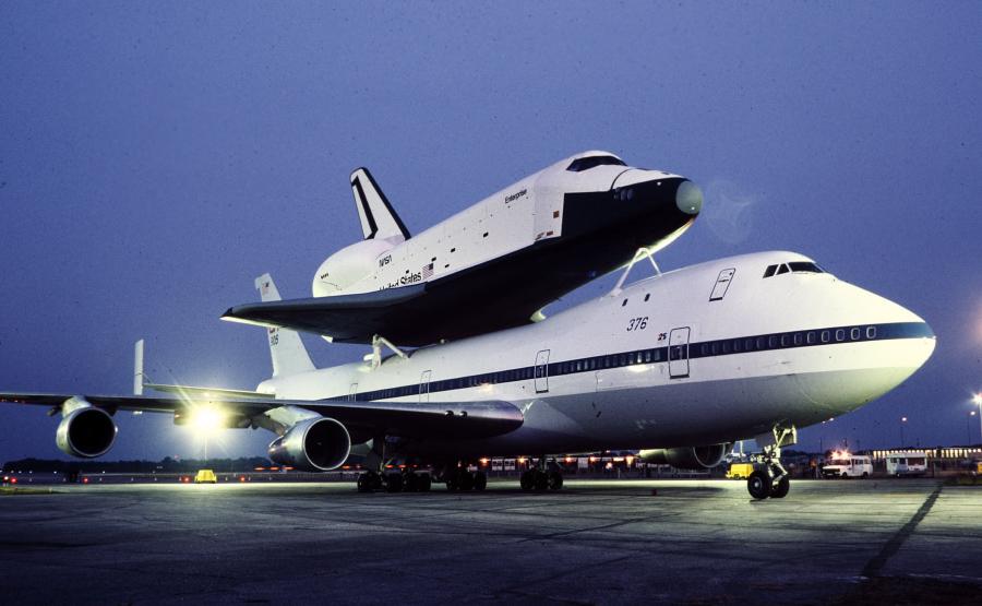 space shuttle enterprise - 900×555