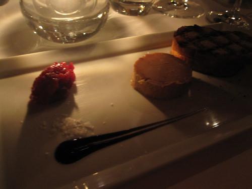 Fois gras au torchon, chutney de canneberges, toast