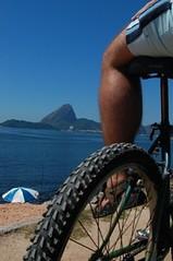 riding (2) (F. PEPE GUIMARES) Tags: bike bicycle riodejaneiro orla bicicleta bici podeacar aterro aterrodoflamengo baiadeguanabara morrodaurca