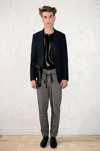 Johannes Linder3086_SS10_NY_Philip Lim(Men Style)