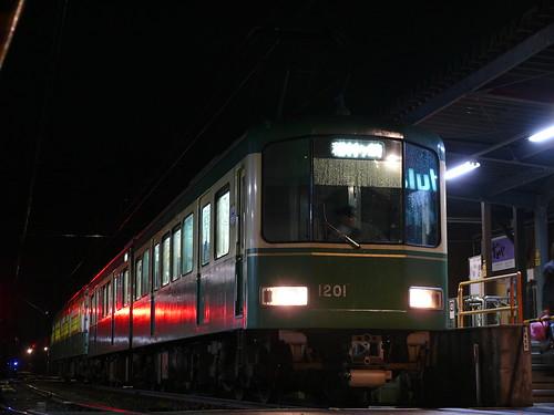 江ノ電1201F+305F稲村ヶ崎行き最終電車@長谷