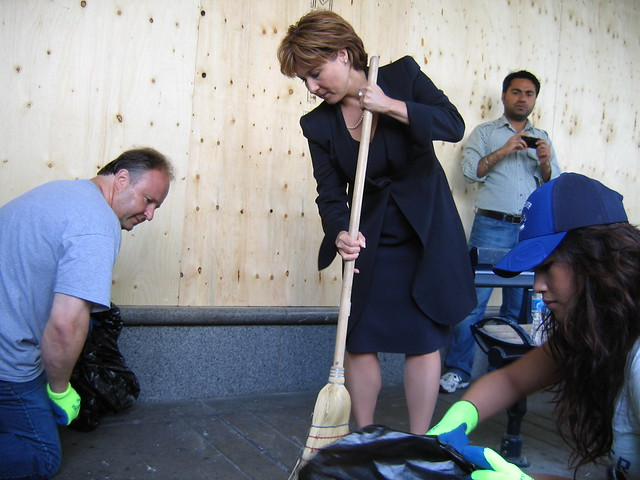 Premier Clark joins the Vancouverites