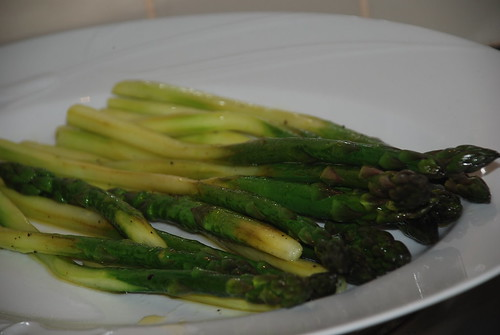 Stir fresh asparagus with lemon sauce