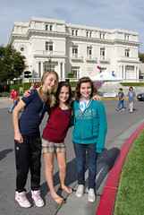 PZ20091111-016 (Menlo Photo Bank) Tags: ca girls people favorite usa fall students us loop event 2009 smallgroup middleschool veteransday atherton walkathon menloschool stenthall photobypetezivkov formalgroupphoto