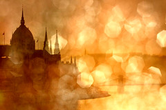 - golden city - (*juice) Tags: morning river bokeh juice budapest parliament explore duna parlament danube canoneos40d fotoflenvilagom fotojuicehu texturejustn8