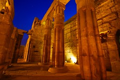 (717) Luxor (avalon20_(mac)) Tags: africa history architecture geotagged town egypt architektur 500 luxor ägypten tempel misr eos40d schulzaktivreisen