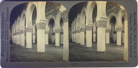 Fotografía estereoscópica de la Sinagoga de Santa María la Blanca (Toledo) atribuida erróneamente por la casa Keystone a la Mezquita de Córdoba