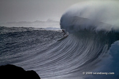 Waimea011110_0906 (Sean Davey Photography) Tags: color horizontal gold hawaii oahu northshore waimeabay goldenlight greenenergy seandavey oceanpower 011110 powerfulwaves surfnorthshore picturessurfers wavesenergy seawaveenergy oceanenergy surfbigwave bigwavesurfers biggestwaves jan10th2010
