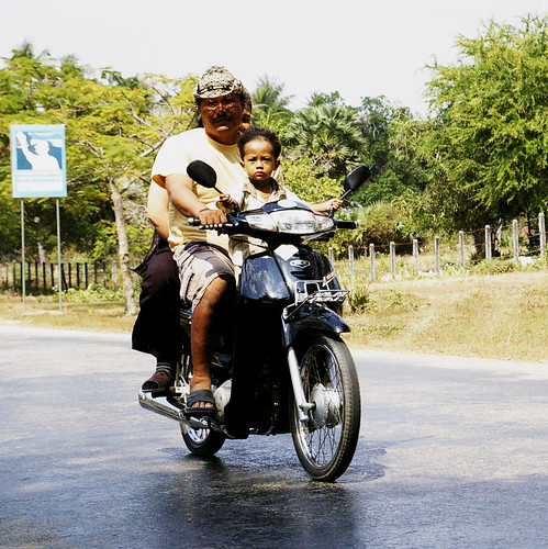 cambodge famille scooter