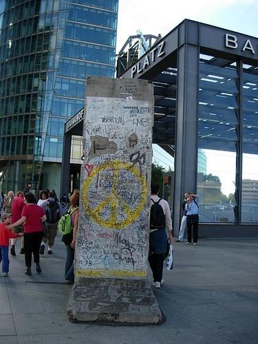 fanglan  拍攝的 波茨坦一小段柏林圍牆。
