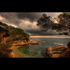 Costa brava (christian&alicia) Tags: sea sky beach nature water clouds marina landscape mar nikon bravo mediterranean sigma playa natura pins catalonia ronda catalunya cami 1020 hdr costabrava paissatge cales platja nuvols roques paisatge catalogne mediterrani platjadaro d90 gr92 topseven caletes christianalicia