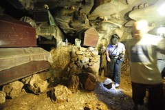 Cave grave - inside (QooL / بنت شمس الدين) Tags: sulawesi londa qool tanatoraja makassar ujungpadang torajaland qoolens cavegrave
