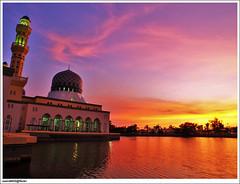 Masjid Bandaraya dan warna senja Likas (sam4605) Tags: sunset landscape ed peace islam religion olympus mosque malaysia kotakinabalu e1 sabah kota masjid senja pemandangan zd bangunan likas sabahborneo 1260mm masjidbandaraya masjidmalaysia masjidlikas sam4605 islamforpeace masjidsabah