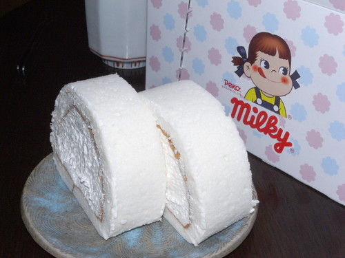 Milky roll cake