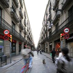 bicing (chicopolaco) Tags: street carrer senyals aparadors labicicleta elementsdordre arquitecturaisimbols eixoscomercials