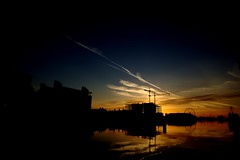 Liffey River, Dublin (@potti) Tags: blue ireland dublin orange sun black river colours shadows eire liffey fav favs irlanda riu sortidadesol