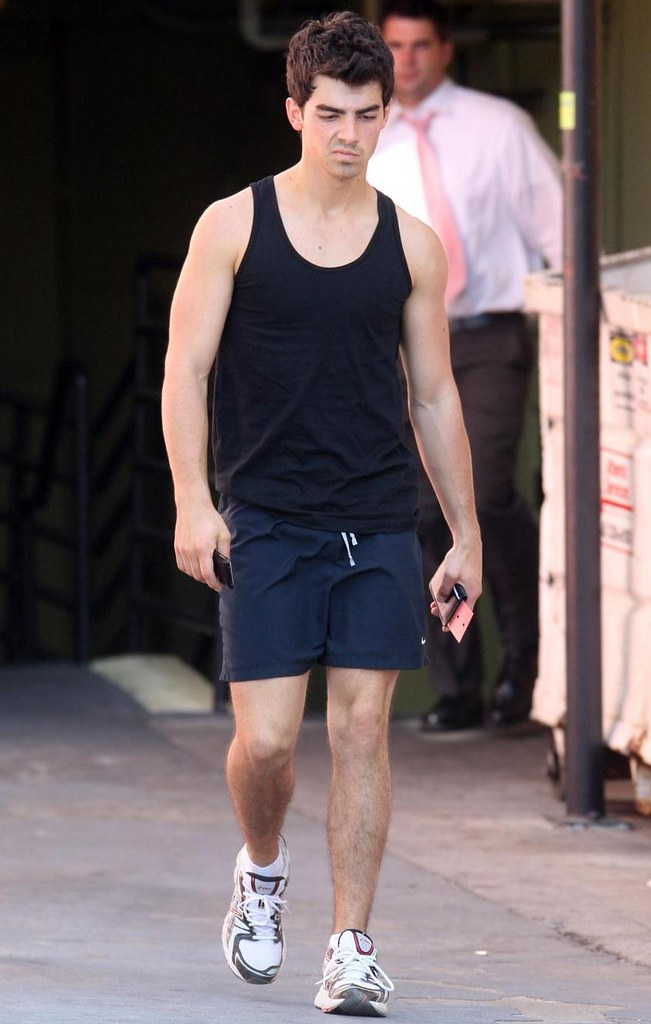 joe-jonas-sexy-haircut%20(4)