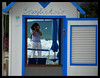 Una turista (CaRmEn C) Tags: mar agua italia retrato playa espejo sombrilla mediterráneo cerdeña caseta carmenc