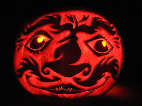 daruma-pumpkin-lit