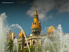 Gaudint de Barcelona [ #30 ] (Salva Mira) Tags: barcelona fountain bcn edificio fuente catalonia font catalunya build edifici barna salva plaçadecatalunya salvamira salvadormira