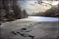 Frozen (Ben Locke (Ben909)) Tags: winter lake snow cold ice water forest frozen gloucestershire forestofdean benlocke