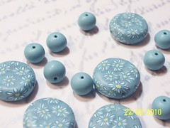 blue daisy dime beads
