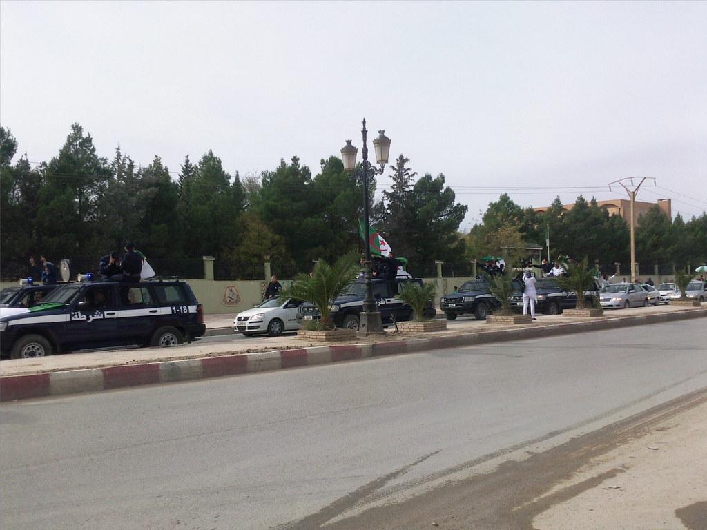 صور الشرطة الجزائرية............... 4117521072_0ee98550b8_b