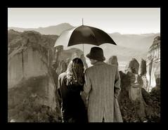 Pasado Contemporaneo (tSos Greq) Tags: mountain love hat umbrella couple rocks pareja cliffs greece grecia oldfashion paraguas meteora