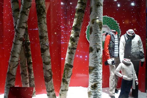 Noël au coin du feu chez Lacoste — Le Journal des Vitrines