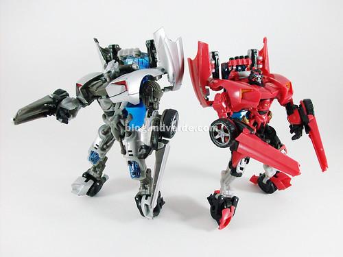 Transformers Swerve RotF Deluxe vs Sideswipe - modo robot