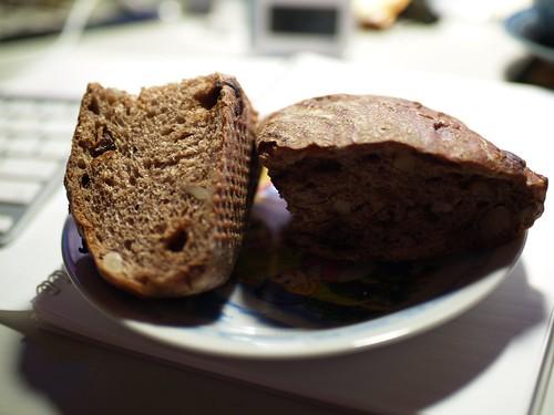好吃的紅酒桂圓麵包,要放個一兩天會更香。