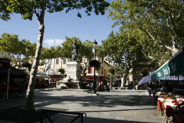 Aigues-mortes, Place Saint Luois