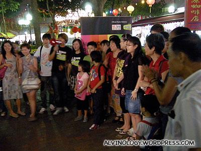Radio 100.3 DJs, Jianwen and Kemin flagging off the event