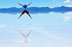 Surreal - jumping on the natural mirror (Dumarafon) Tags: sky lake water clouds america jumping agua nikon flickr flat south salt award bolivia cu best nuvem reflexo salar montanha sul montains reflaction uyuni d300 pulando
