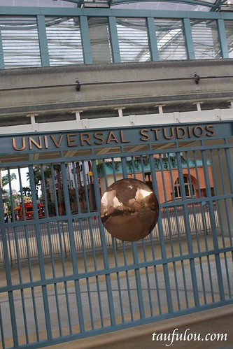Universal (28)