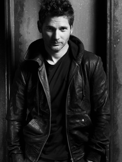 Eric_Bana leather